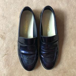 Chanel navy blue CC loafers